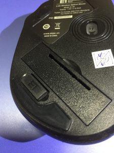 レシーバーを本体に差し込んだQtuoマウス