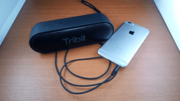 iPhoneと有線接続したTribit XSound Go